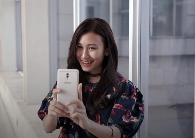 Meo hay khi selfie bang Galaxy J7+ hinh anh