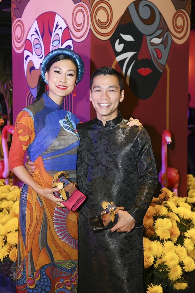 Hua Vi Van, Diem My 9X cung dan sao dien ao dai trong 'Dem hoa le' hinh anh 4