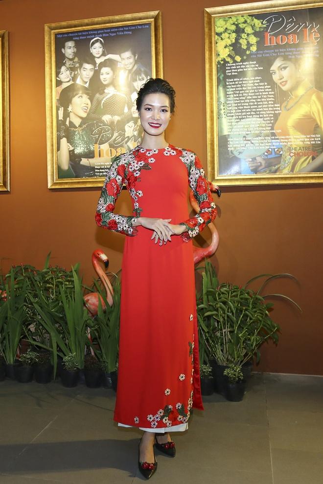 Hua Vi Van, Diem My 9X cung dan sao dien ao dai trong 'Dem hoa le' hinh anh 5