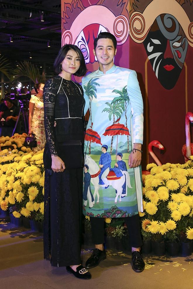 Hua Vi Van, Diem My 9X cung dan sao dien ao dai trong 'Dem hoa le' hinh anh 6