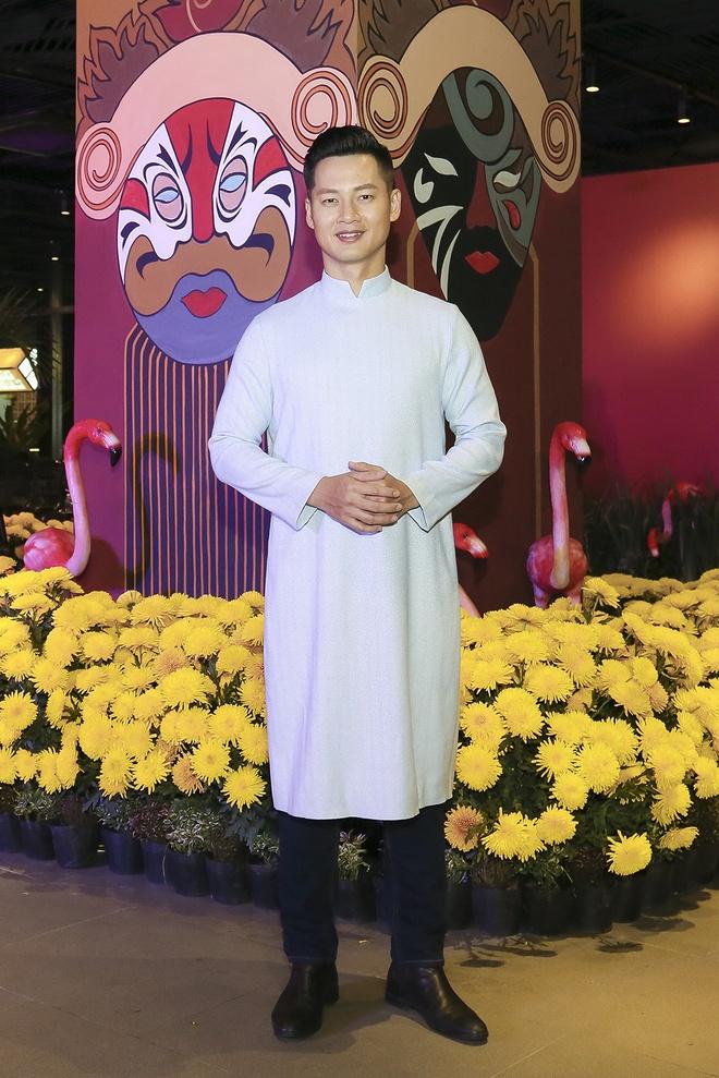 Hua Vi Van, Diem My 9X cung dan sao dien ao dai trong 'Dem hoa le' hinh anh 7