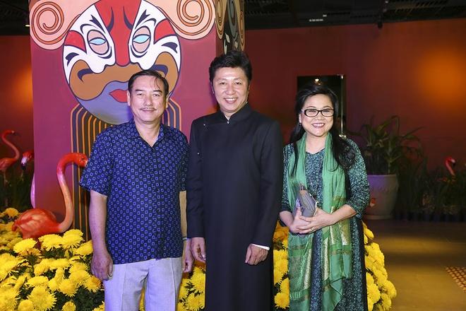 Hua Vi Van, Diem My 9X cung dan sao dien ao dai trong 'Dem hoa le' hinh anh 10
