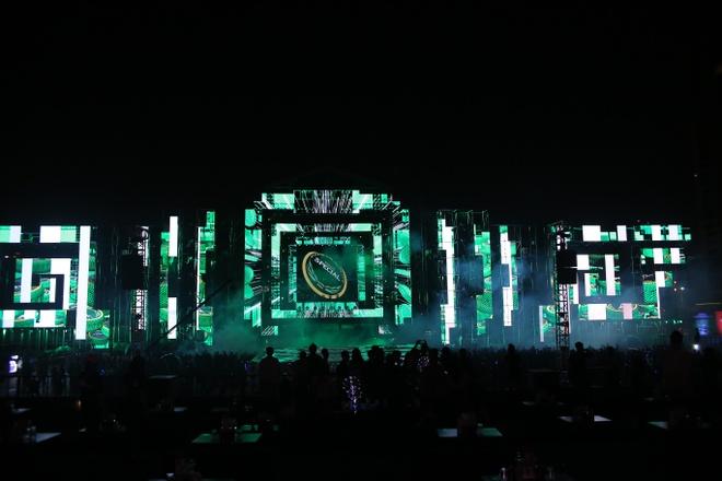 San khau hoanh trang cua dem nhac 'Armin van Buuren by VinaPhone' hinh anh 4