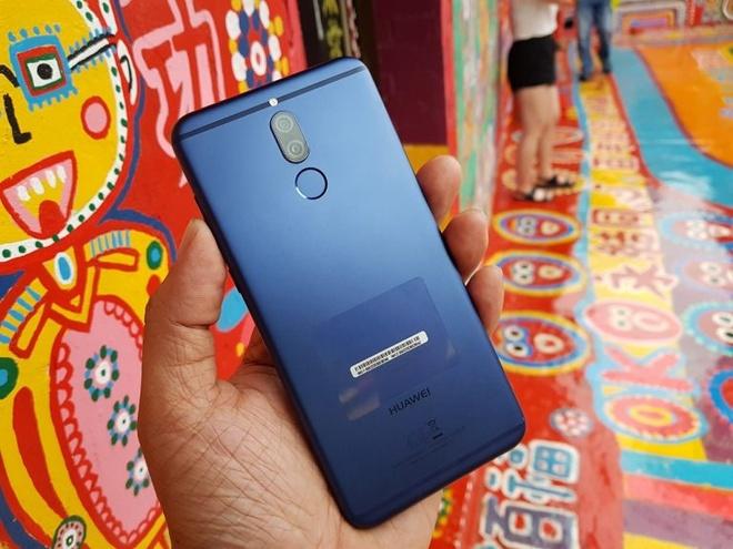 Mo ban Huawei nova 2i mau xanh, gia khong doi hinh anh 1