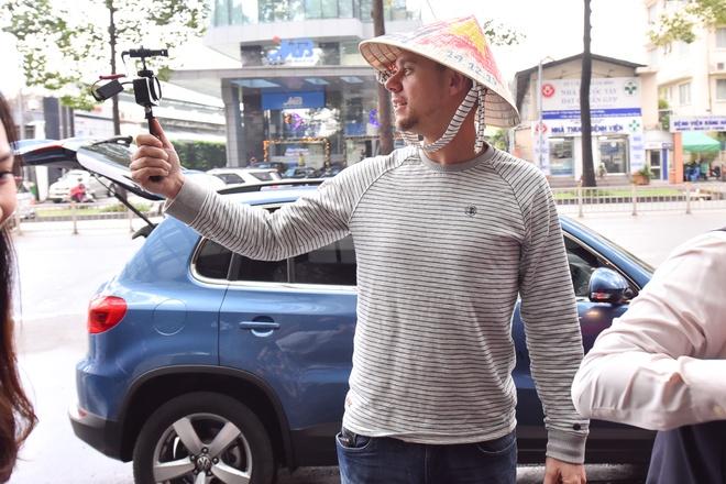 Armin Van Buuren den Viet Nam, tuoi cuoi tro chuyen cung fan hinh anh 1