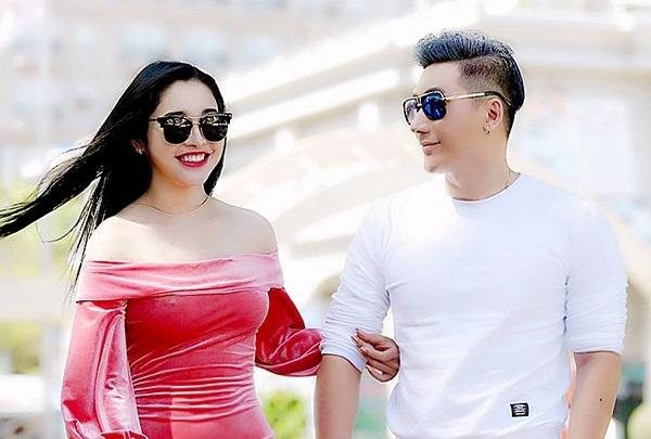 Nam Phong va A hau Luong Thai Tran hoi ngo tai le hoi Unrealland hinh anh
