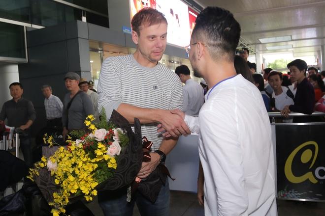Armin Van Buuren den Viet Nam, tuoi cuoi tro chuyen cung fan hinh anh 2