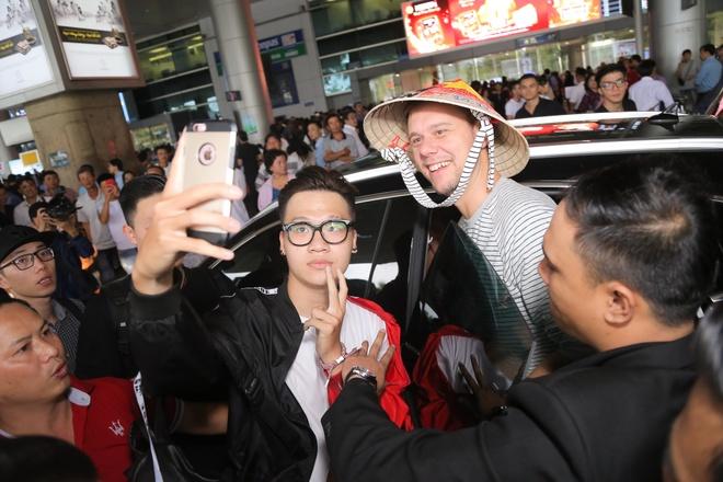 Armin Van Buuren den Viet Nam, tuoi cuoi tro chuyen cung fan hinh anh