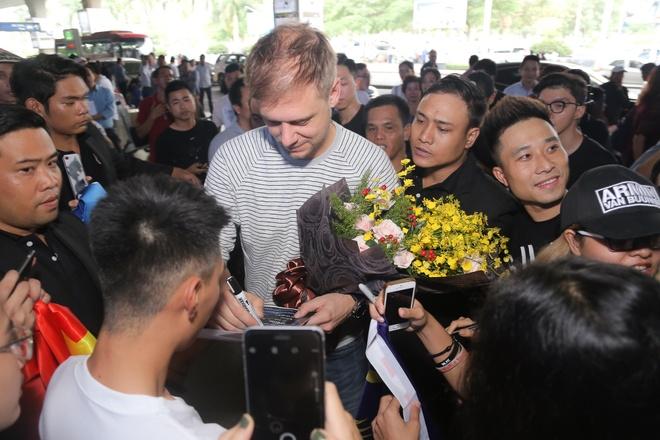 Armin Van Buuren den Viet Nam, tuoi cuoi tro chuyen cung fan hinh anh 4
