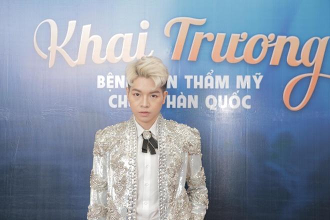 HH My Linh rang ro du khai truong benh vien tham my Han Quoc hinh anh 3