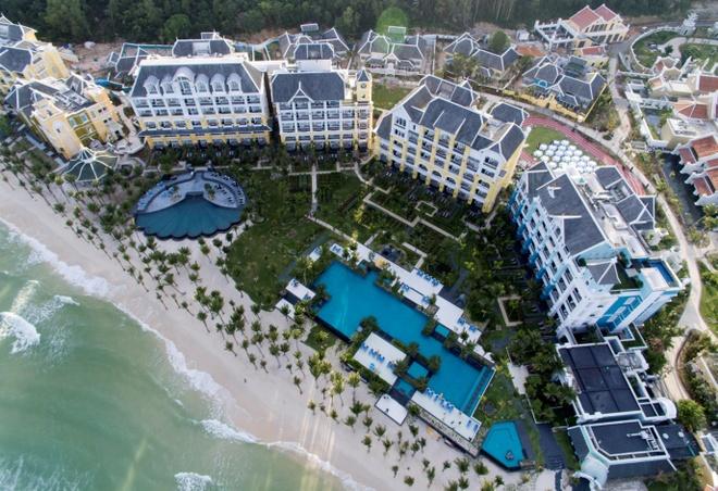 JW Marriott Phu Quoc Emerald Bay hut khach mua du lich cuoi nam hinh anh 1