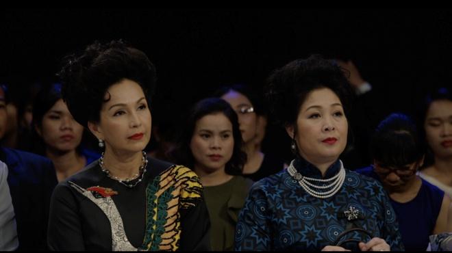 Dan cast phim 'Co Ba Sai Gon' noi bat cung trang suc ngoc trai hinh anh 3