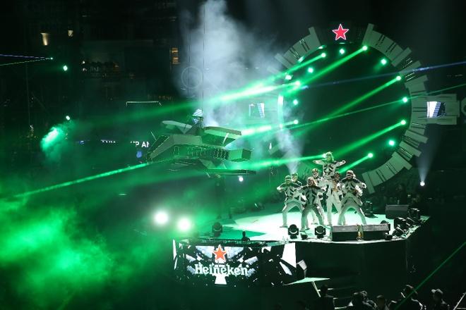 Nguoi dan thu do 'du hanh toi tuong lai' cung Heineken Countdown Party hinh anh