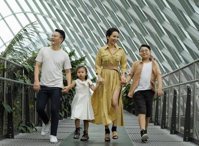 Theo chan gia dinh Hoang Bach kham pha Singapore hinh anh