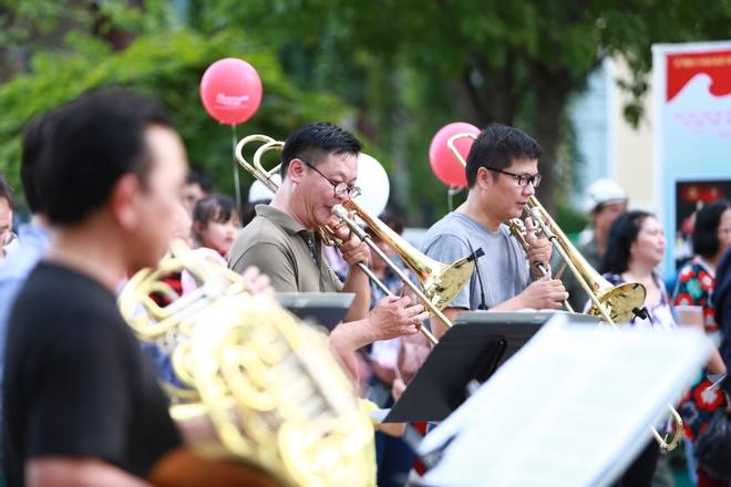 'Bong hong violin' Kawakubo Tamaki tham gia dem nhac 'Hanh phuc' hinh anh 3