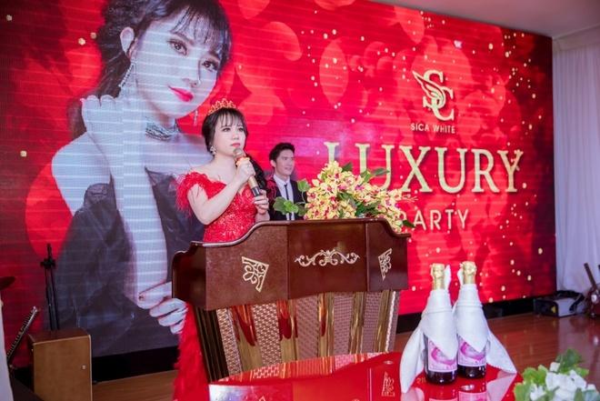 Chi Dan dien trai du 'Luxury Party – Da tiec tri an' hinh anh 6