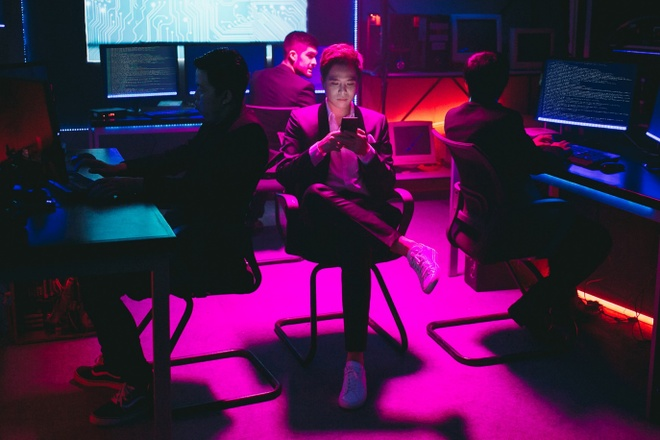 Trinh Thang Binh vao vai chang hacker si tinh trong MV dau nam moi hinh anh 1