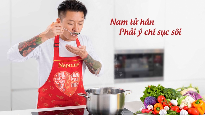 Khi Tuan Hung cool ngau vao bep, cham con hinh anh
