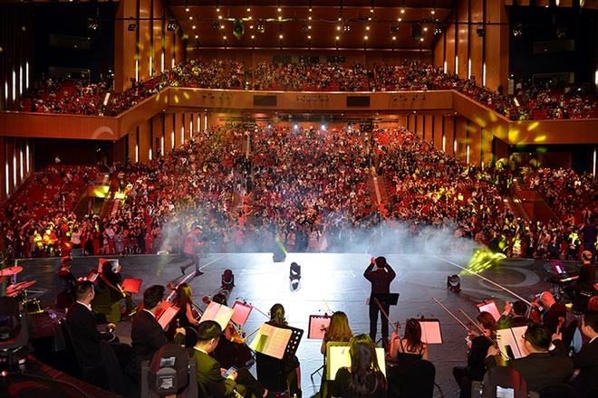 Le Quyen, Tuan Hung hoi ngo trong dem nhac 'Sunshine Concert 2018' hinh anh 1