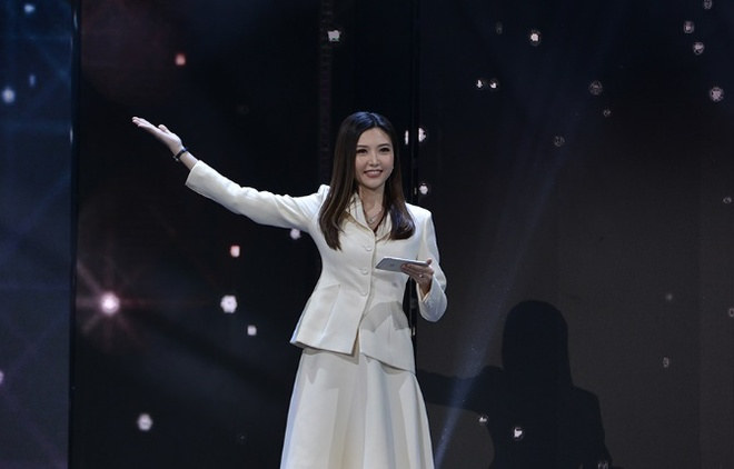 Le Quyen, Tuan Hung hoi ngo trong dem nhac 'Sunshine Concert 2018' hinh anh 3