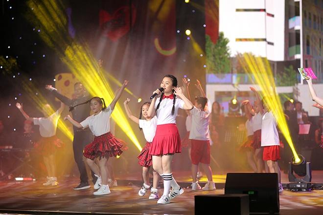 Le Quyen, Tuan Hung hoi ngo trong dem nhac 'Sunshine Concert 2018' hinh anh 9