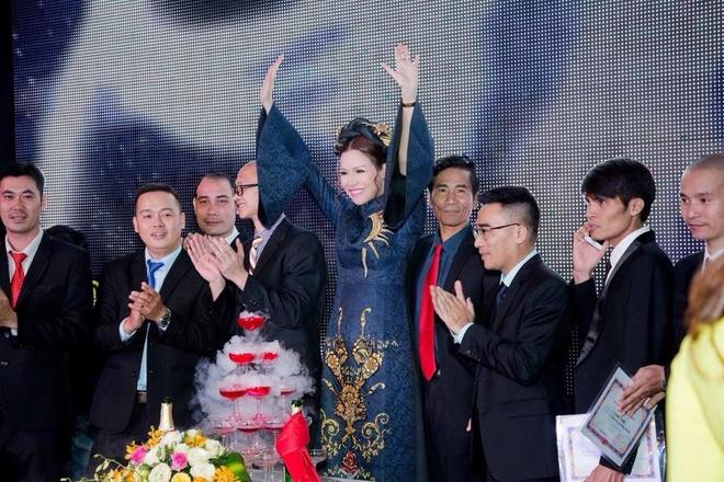 Cong ty Long Hoang to chuc tiec tat nien, tang U23 Viet Nam 300 trieu hinh anh