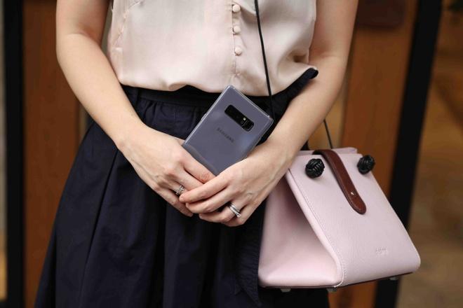 Galaxy Note 8 tim khoi: Dep nhu phu kien thoi trang hinh anh