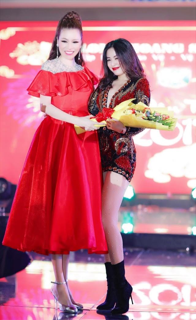 Mr. Dam va Noo Phuoc Thinh du tiec tat nien cua cong ty Long Hoang hinh anh 6