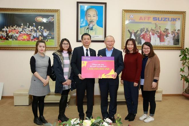 TPBank trao thuong 1,6 ty dong cho doi tuyen U23 Viet Nam hinh anh 1