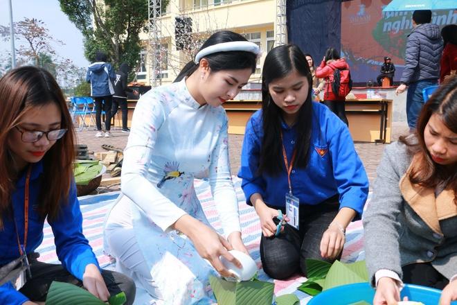 Hoa hau Ngoc Han dong hanh cung chuong trinh 'Tam banh nghia tinh' hinh anh