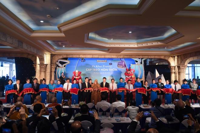Sun Group trao thuong 1 ty dong cho doi tuyen U23 Viet Nam hinh anh 2