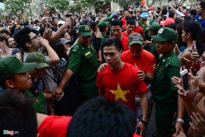 U23 Viet Nam va nhung khoanh khac dang nho voi nguoi ham mo TP.HCM hinh anh 3