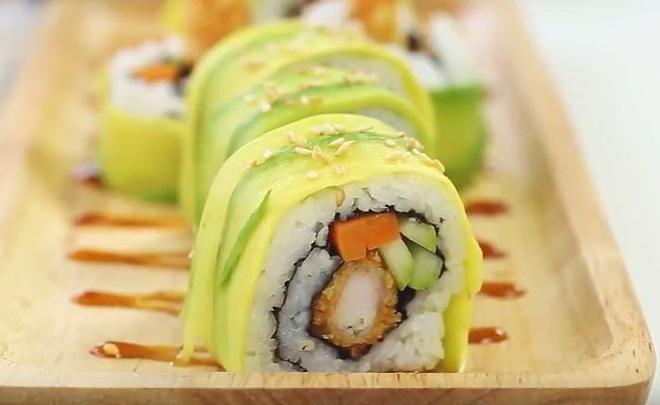 Cach che bien sushi cuon tom chien chuan Nhat ngon ngat ngay hinh anh