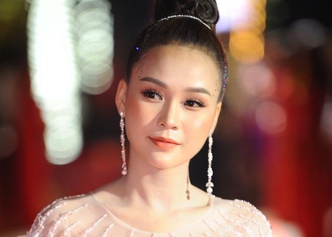 Dan sao Viet khoe sac tren tham do 'Hoi xuan van nghe si 2018' hinh anh