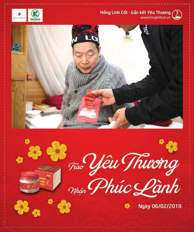 Nhan hang Hong Linh Cot mang Tet den voi vien duong lao Dien Hong hinh anh 2