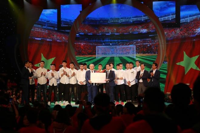 Tan Hoang Minh dong hanh tai tro chuong trinh giao luu U23 Viet Nam hinh anh 3