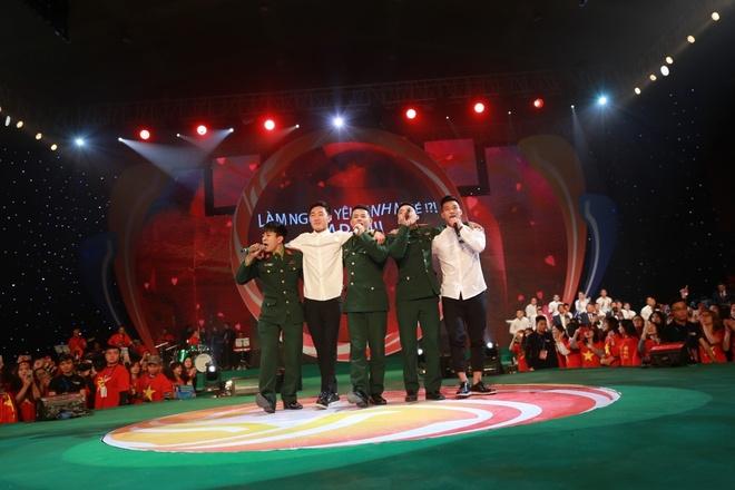 Tan Hoang Minh dong hanh tai tro chuong trinh giao luu U23 Viet Nam hinh anh 4