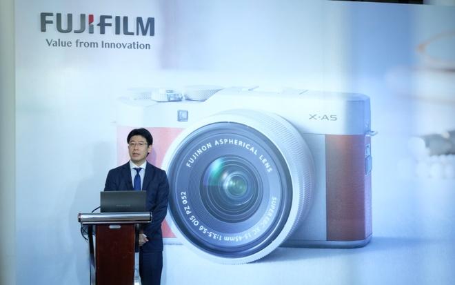 Fujifilm ra mat may anh X-A5 trang bi he thong zoom dien tu hinh anh 1