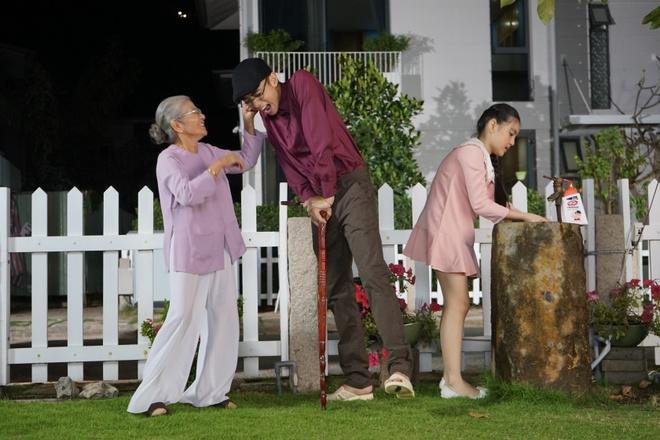 Soobin khoe 'net dep lao dong' trong bo anh hau truong MV Tet hinh anh 5