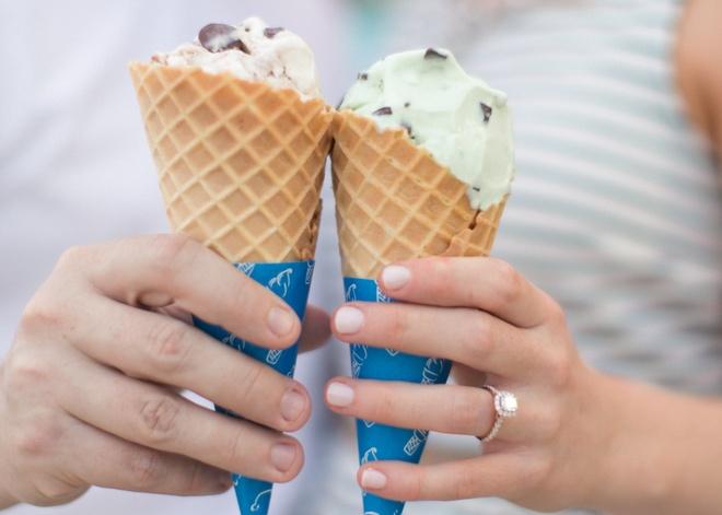 An kem ngay lanh de ham nong tinh yeu mua Valentine hinh anh