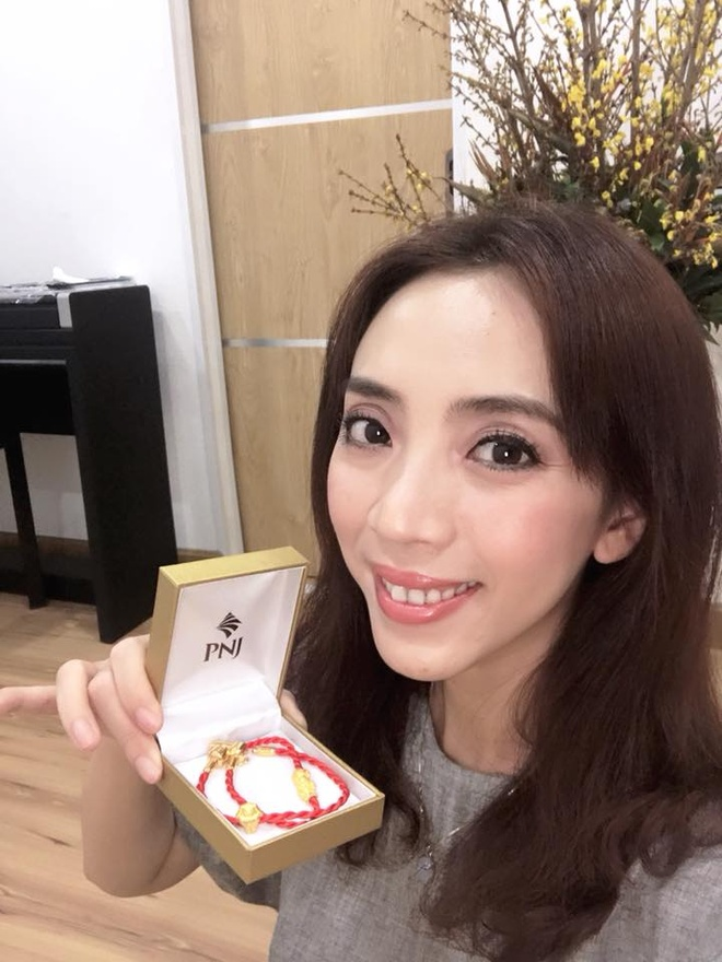 NSUT Xuan Hinh, Thu Trang di mua vong phong thuy ngay via Than tai hinh anh 6
