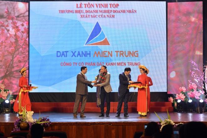 Dat Xanh Mien Trung vao top 10 'Doanh nghiep xuat sac - uy tin 2017' hinh anh 1