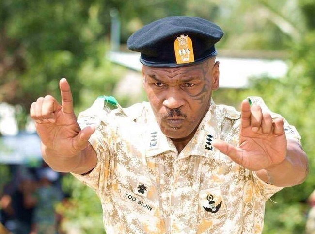 Mike Tyson khac la trong 'Girls 2' quay tai Viet Nam hinh anh