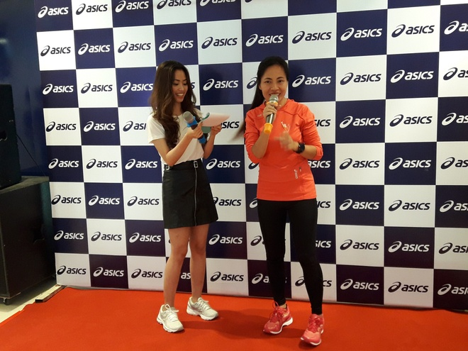Nha van Trang Ha tham du le khai truong asics Saigon Centre hinh anh 3