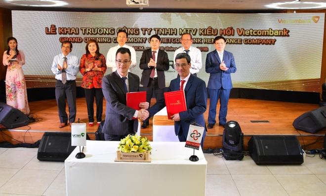 Khai truong Cong ty TNHH MTV Kieu hoi Vietcombank hinh anh 3