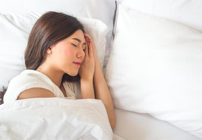 ngủ đủ giấc giúp điều hòa chu kỳ kinh nguyệt