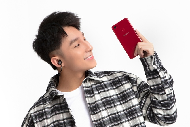 Camera selfie Oppo F7 bo sung che do chup sieu ruc ro, AR sticker hinh anh 4
