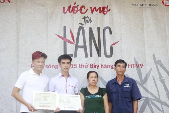 Chau Dang Khoa, Lou Hoang, Hiep Hoa trao hoc bong cho hoc sinh ngheo hinh anh 9