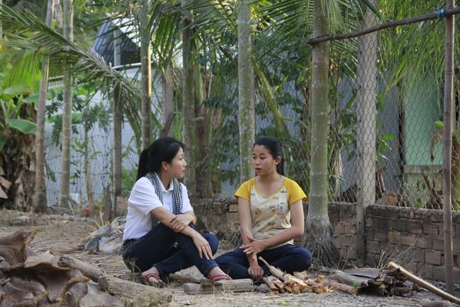 Chau Dang Khoa, Lou Hoang, Hiep Hoa trao hoc bong cho hoc sinh ngheo hinh anh 10