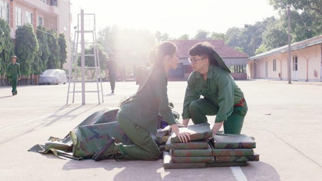 Hoang Yen Chibi hoa than thanh quan nhan, theo duoi crush trong MV moi hinh anh 3